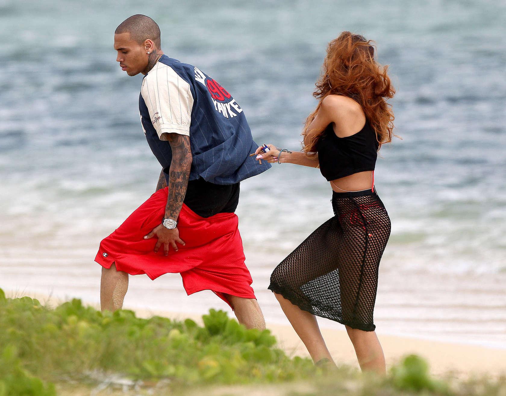 Rihanna 2013 : Rihanna in bikini bottom in Hawaii -07
