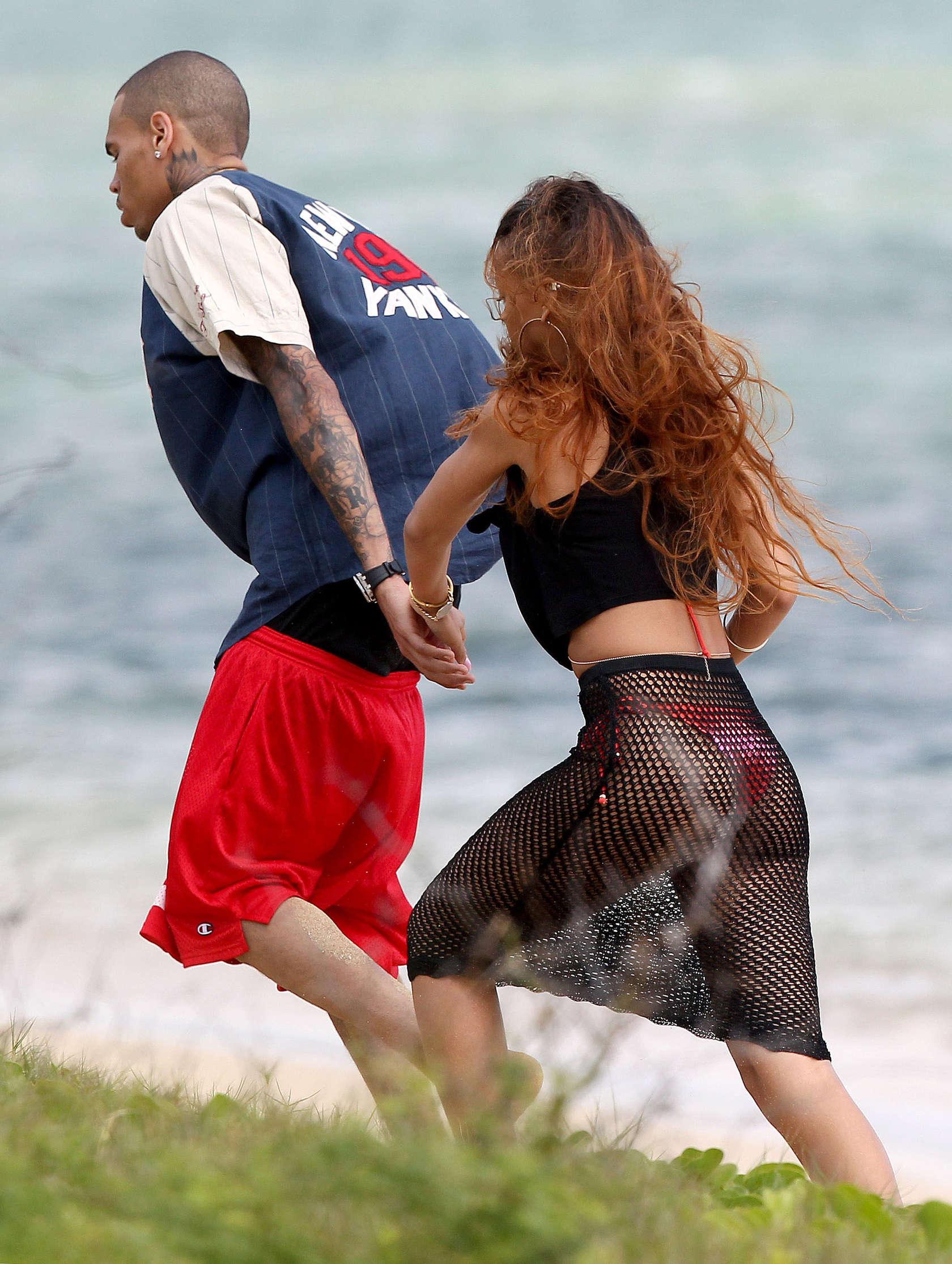 Rihanna 2013 : Rihanna in bikini bottom in Hawaii -14