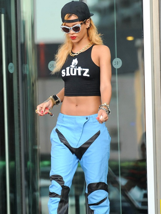 Rihanna – Out in London