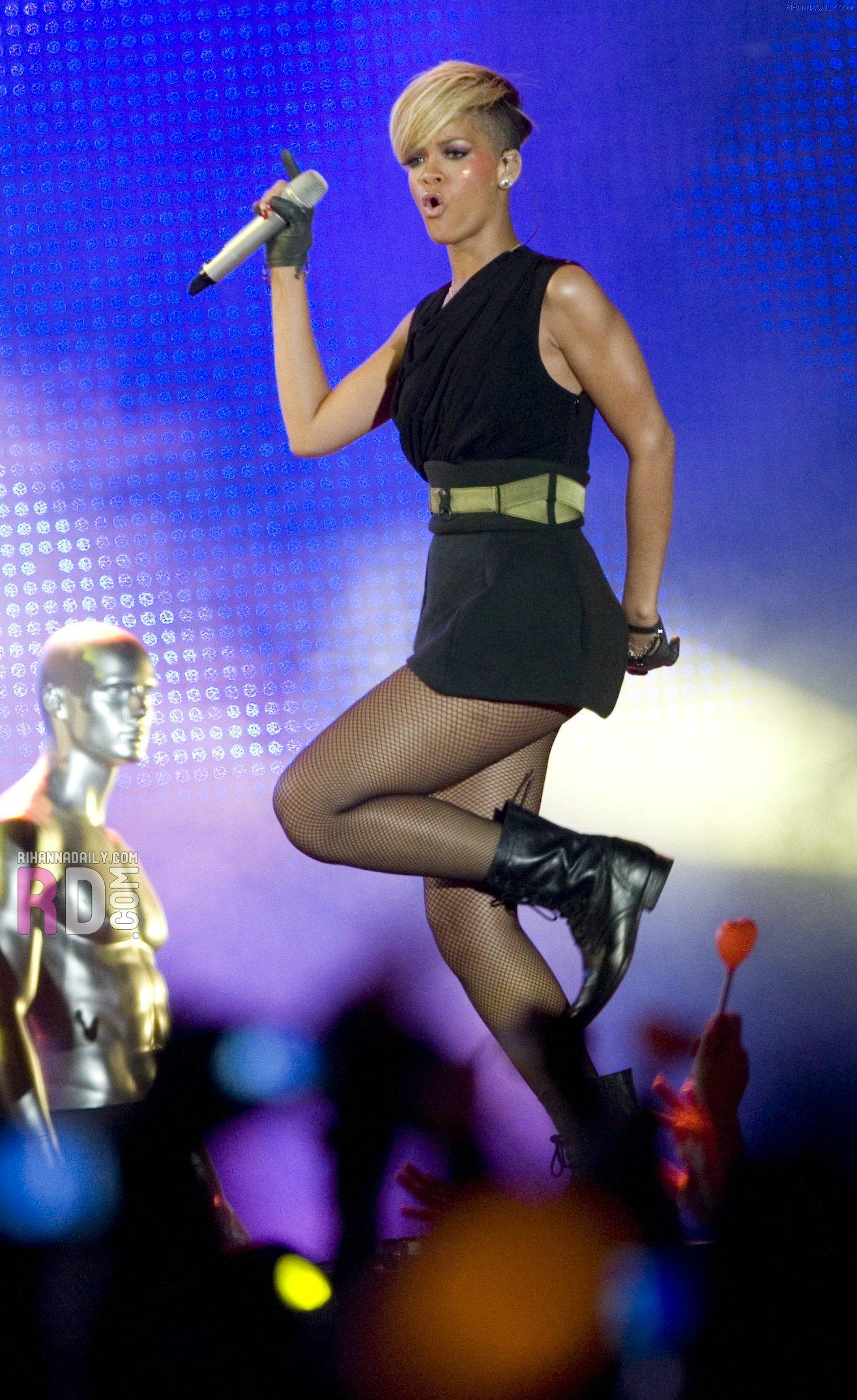 Rihanna 2010 : rihanna-performance-pics-in-tel-aviv-may-2010-06