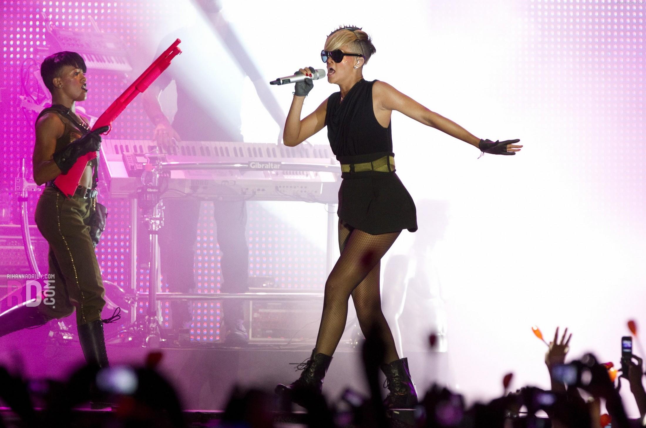 Rihanna 2010 : rihanna-performance-pics-in-tel-aviv-may-2010-10