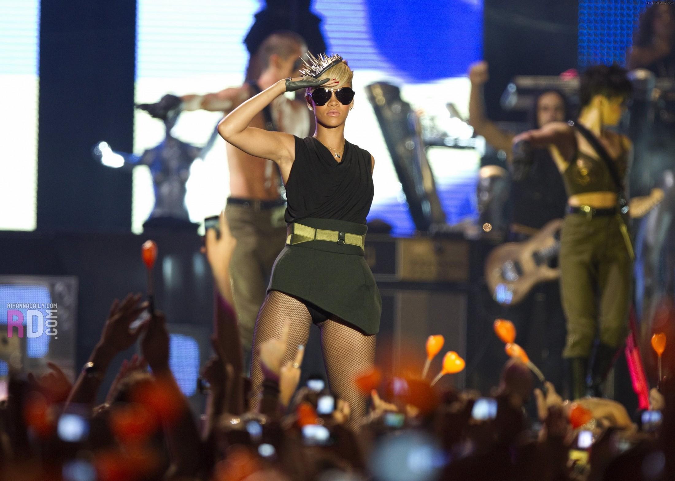Rihanna 2010 : rihanna-performance-pics-in-tel-aviv-may-2010-11