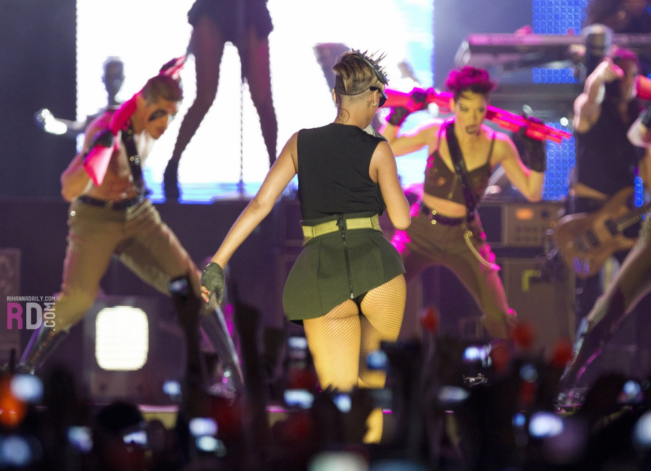 Rihanna 2010 : rihanna-performance-pics-in-tel-aviv-may-2010-13