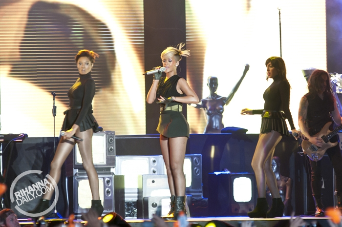 Rihanna 2010 : rihanna-performance-pics-in-tel-aviv-may-2010-14