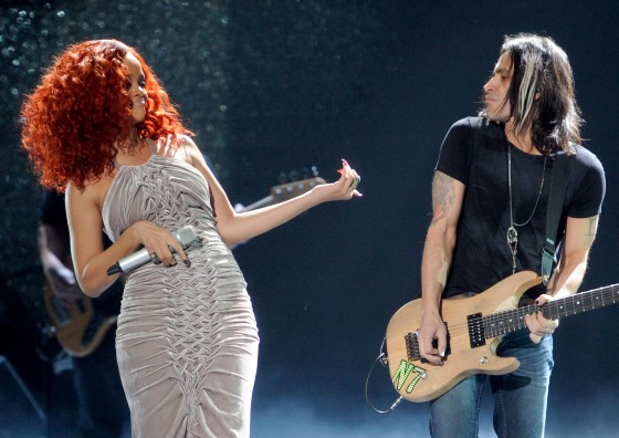 Rihanna performs at American Idol 2011 – HQ