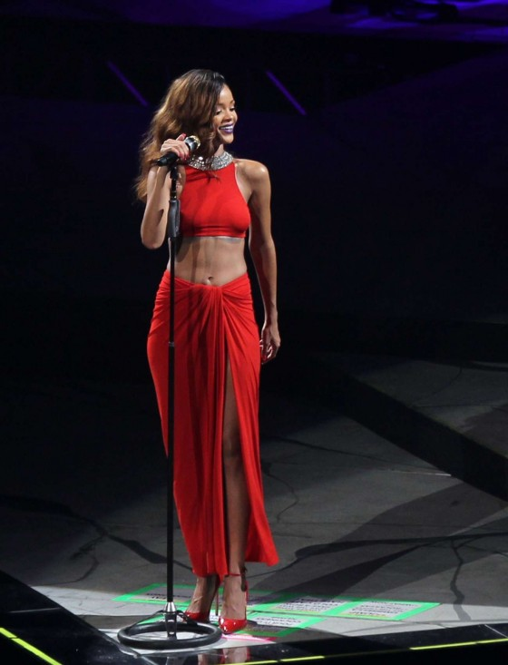 Rihanna performs during her Diamonds World Tour in Washington-03