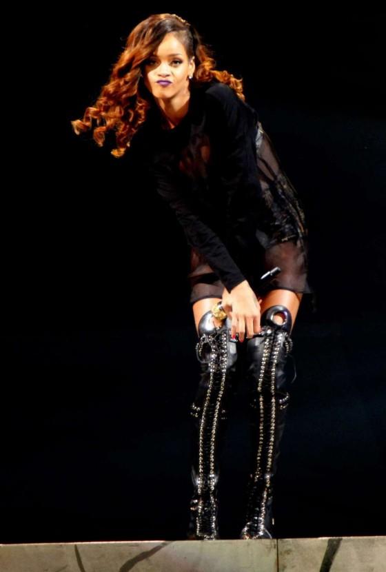 Rihanna performs during her Diamonds World Tour in Washington-10