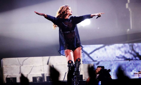 Rihanna performs during her Diamonds World Tour in Washington-12