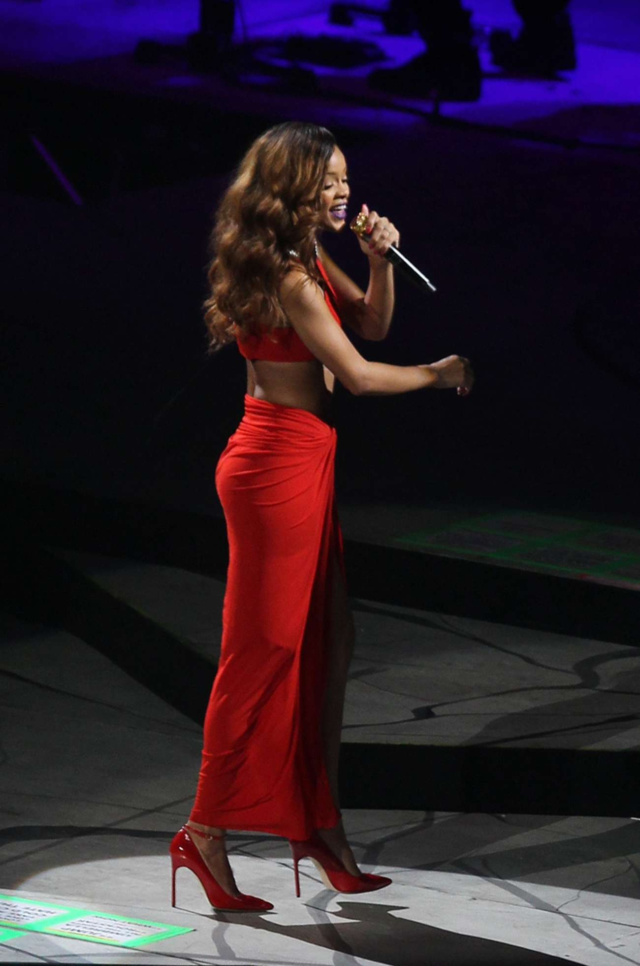 image Rihanna diamonds world tour ass edit