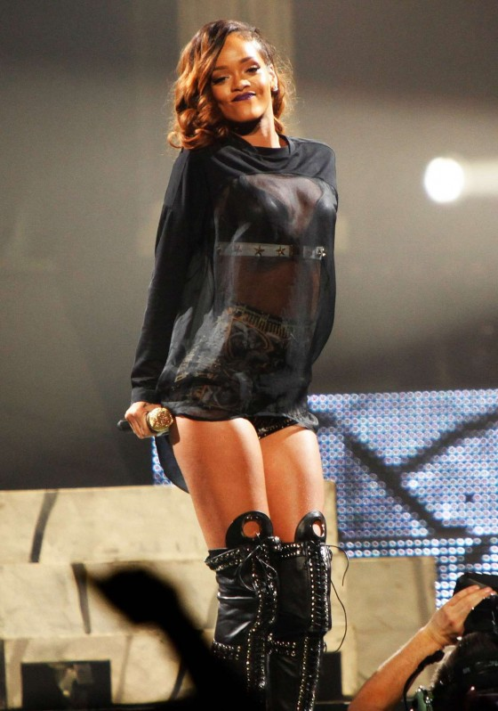 Rihanna performs during her Diamonds World Tour in Washington-27