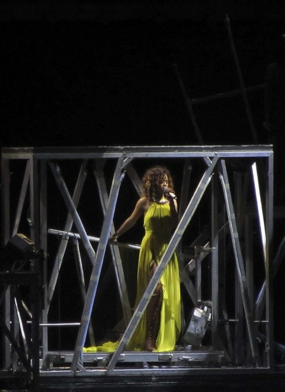Rihanna – Performs in Madrid