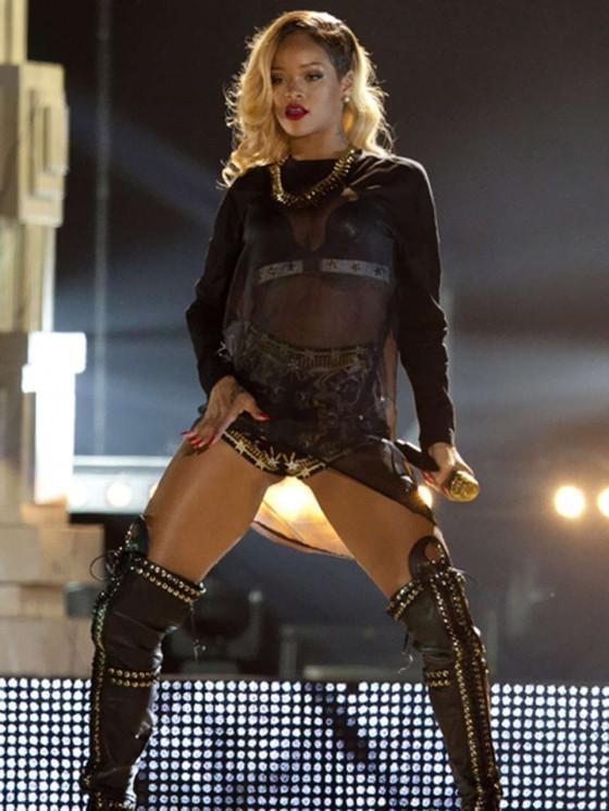Rihanna 2013 : Rihanna performs on stage at BEC -06