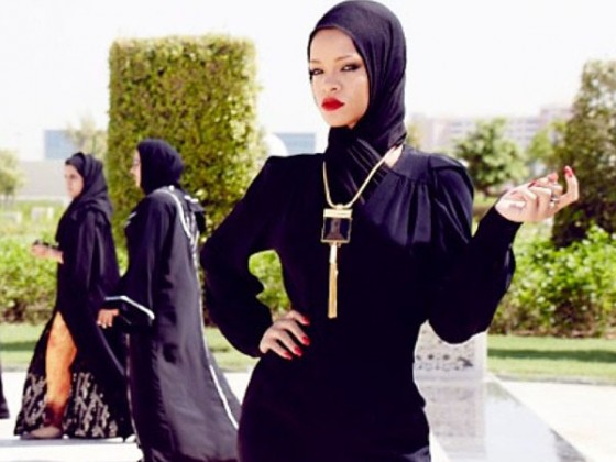 Rihanna – Poses at The Sheikh Zayed Grand Mosque