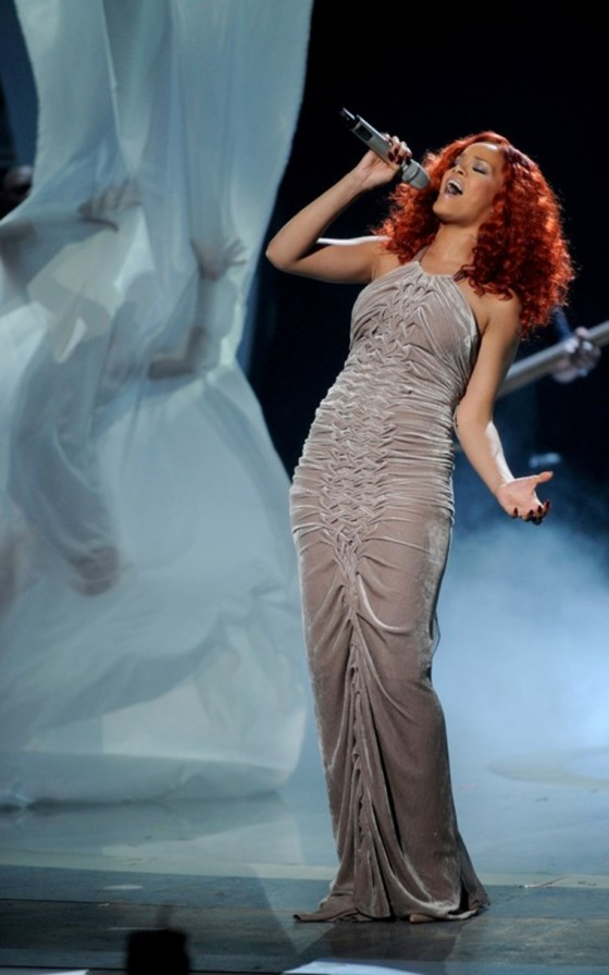 "Rihanna's ""American Idol"" Performance!"
