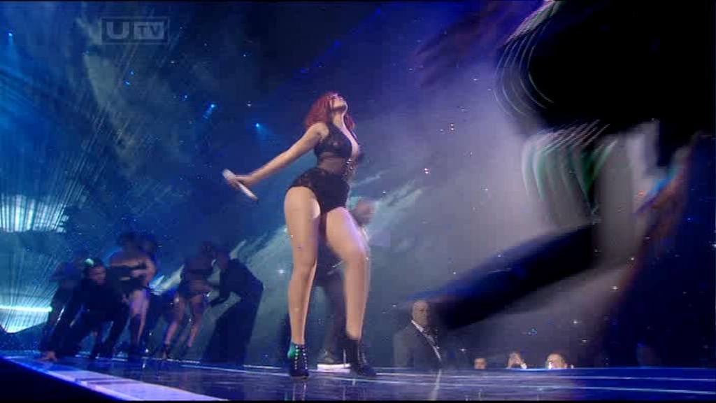 Rihanna 2011 : rihanna-sm-the-brit-awards-2011-01