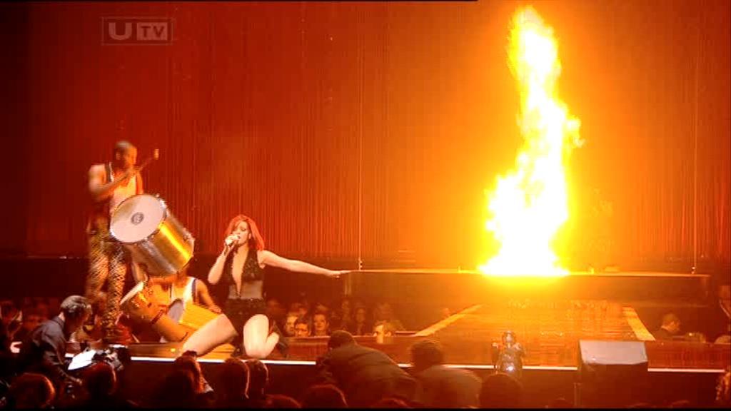 Rihanna 2011 : rihanna-sm-the-brit-awards-2011-07