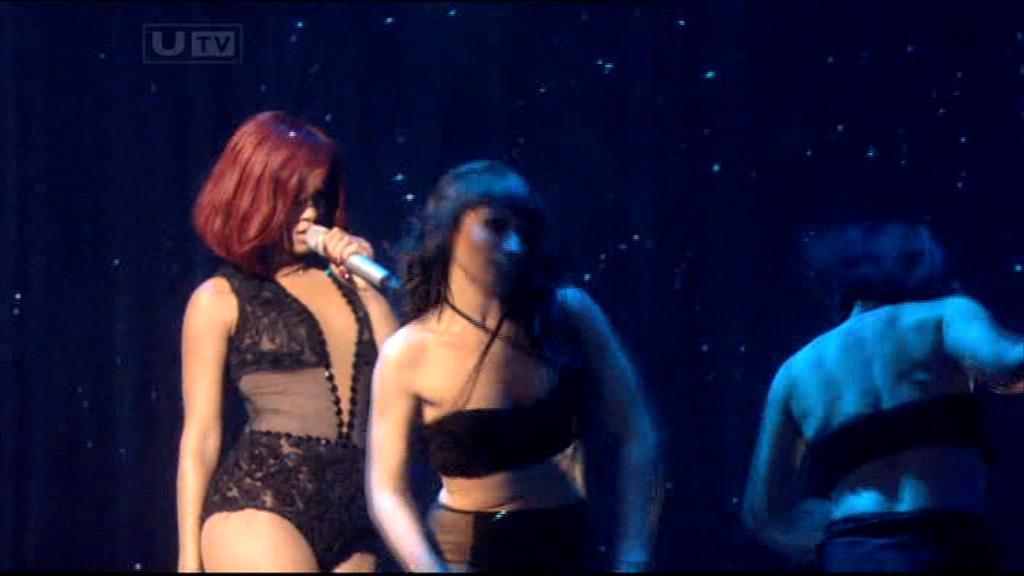 Rihanna 2011 : rihanna-sm-the-brit-awards-2011-09