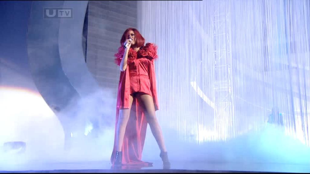 Rihanna 2011 : rihanna-sm-the-brit-awards-2011-11