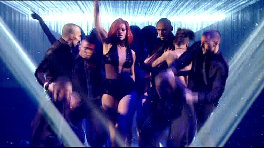 Rihanna 2011 : rihanna-sm-the-brit-awards-2011-13