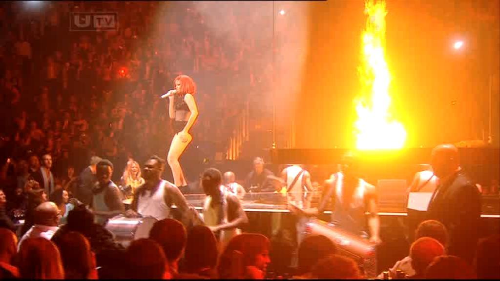 Rihanna 2011 : rihanna-sm-the-brit-awards-2011-14