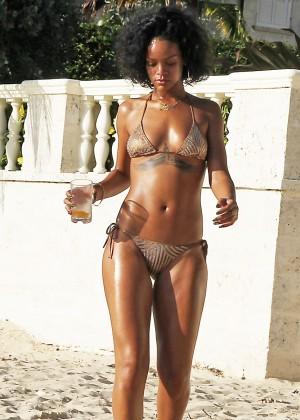 Rihanna Bikini: 2013 Pics Barbados-02