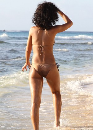 Rihanna Bikini: 2013 Pics Barbados-10
