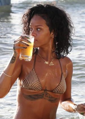Rihanna Bikini: 2013 Pics Barbados-26