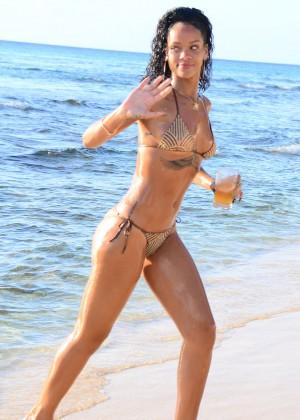 Rihanna Bikini: 2013 Pics Barbados-27