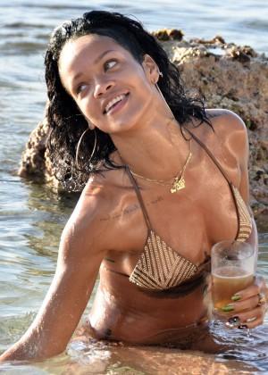 Rihanna Bikini: 2013 Pics Barbados-29