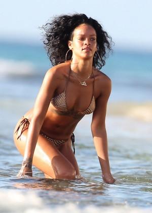 Rihanna Bikini: 2013 Pics Barbados-33