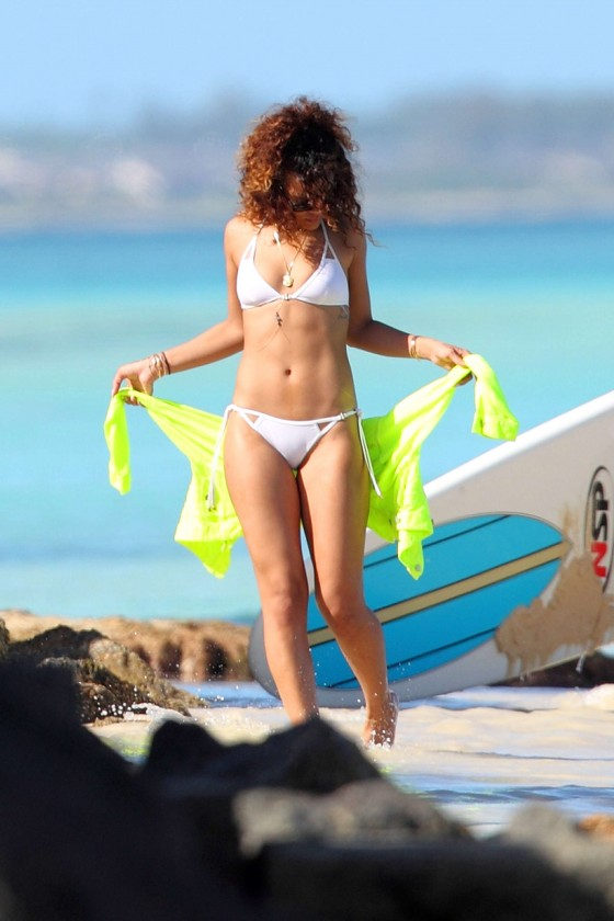Rihanna – White Bikini in Hawaii-03