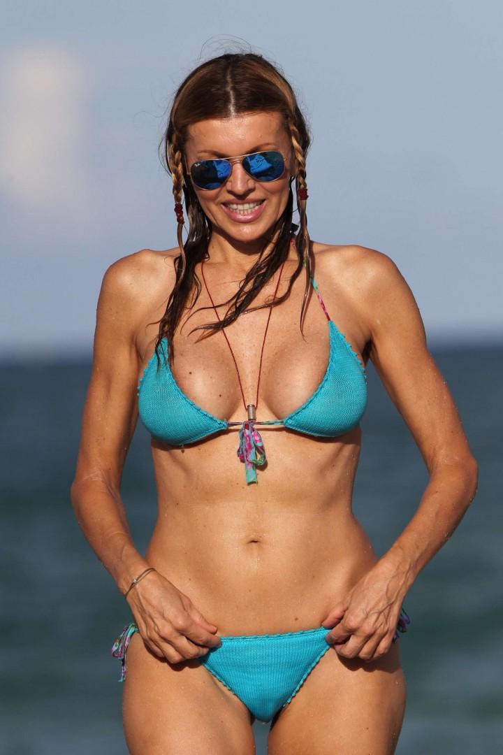 Rita Rusic - bikini candid on the beach in Miami