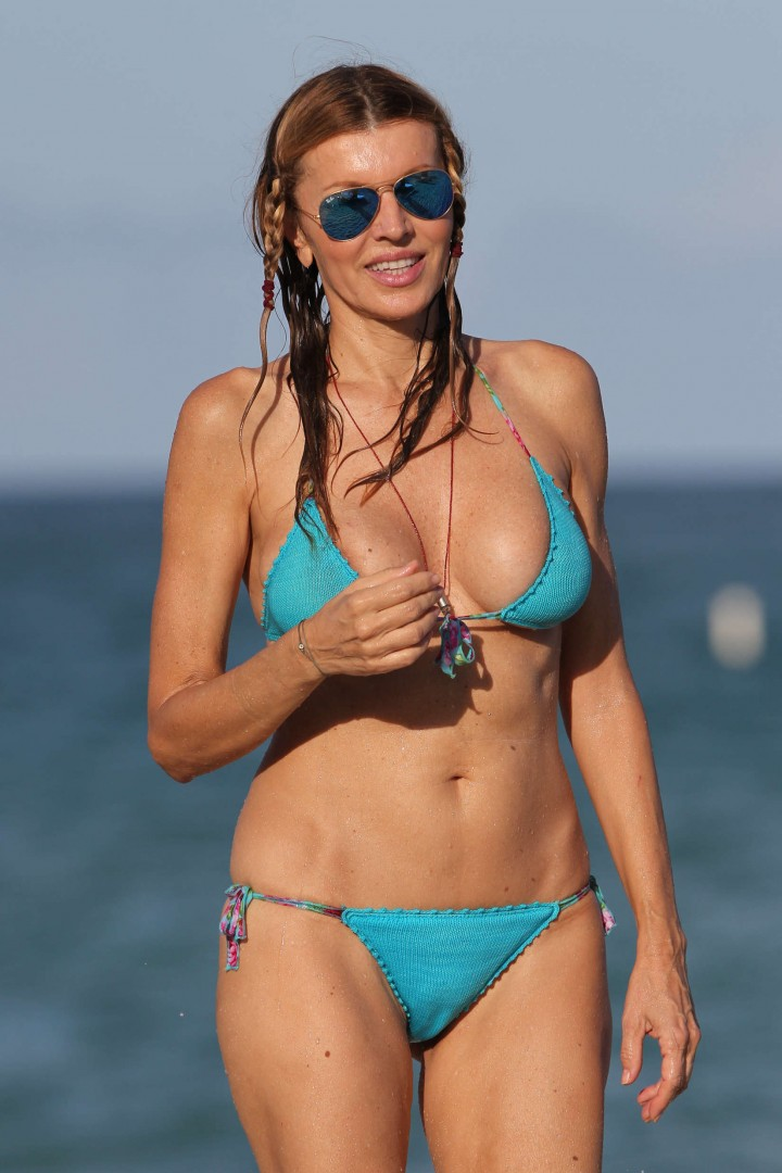 Candid beach bikini photos