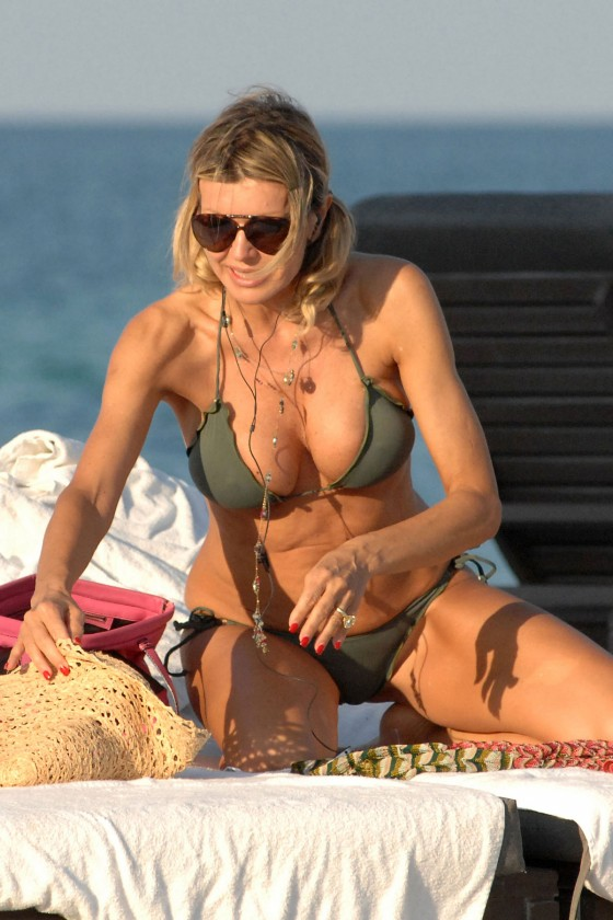 Rita Rusic - Show her sexy body in a bikini in Miami