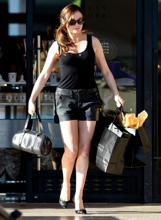 Rose McGowan dhowing legs in short shorts at Barneys NY in Beverly Hills