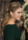 Rose McIver - The Hobbit: The Desolation Of Smaug premiere -08