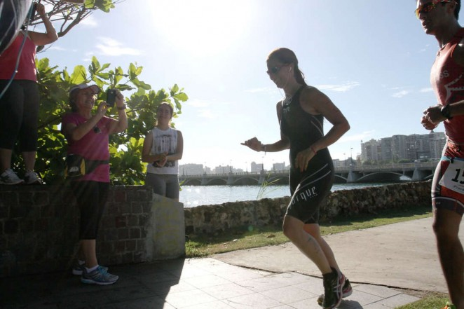 Roselyn Sanchez: Competes in her Roselyn Sanchez Triathlon for a Smile -01