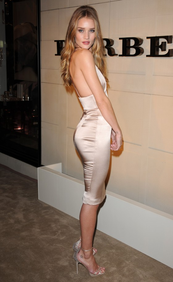Rosie Huntington Whiteley – Tight Dress Candids at Burberry Body Launch-02