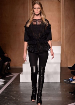 Rosie Huntington Whiteley at Givenchy Catwalk Show Spring-Summer 2015 in Paris