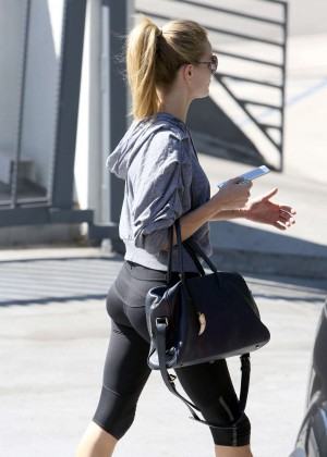Rosie Huntington Whiteley in Leggings Leaving the gym in Los Angeles