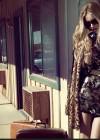 Rosie Huntington Whiteley - Vogue Brazil - April 2013 -03