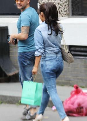 Roxanne Pallett in tight jeans. -10