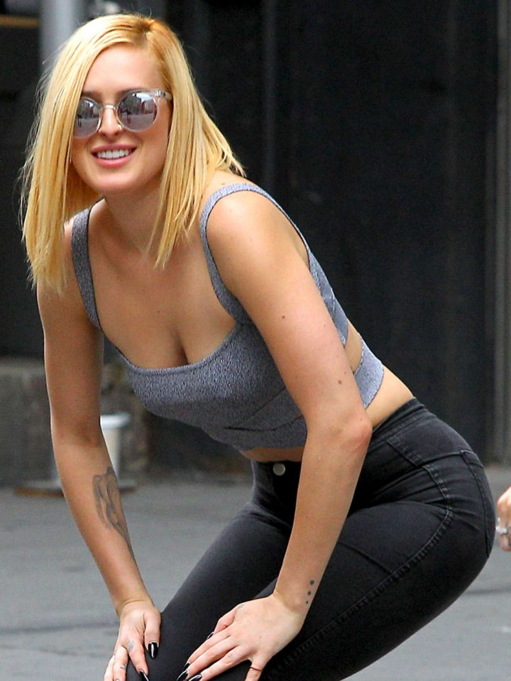 Rumer Willis in a Gray Tank Top Shopping in Soho
