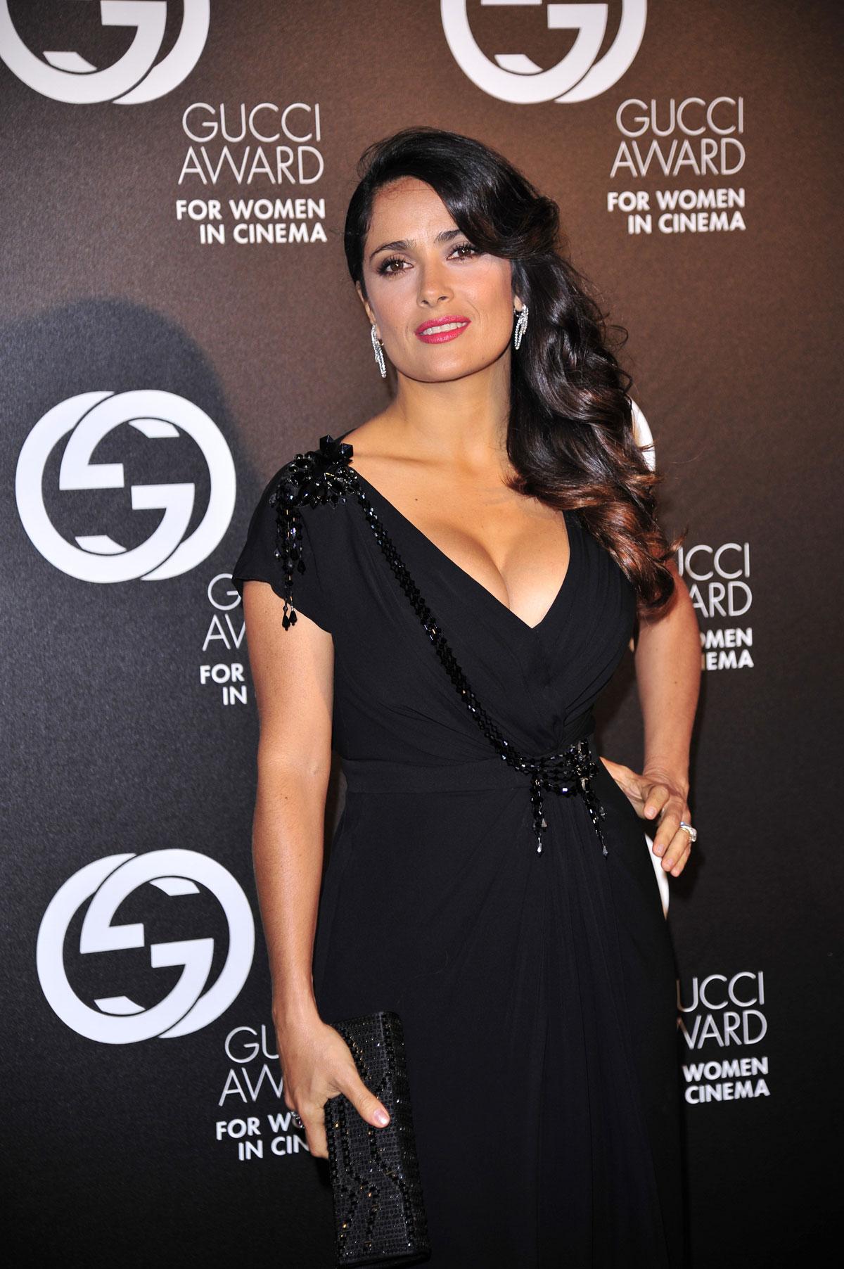 Salma Hayek Hot In Black Dress At 2012 Award For Women