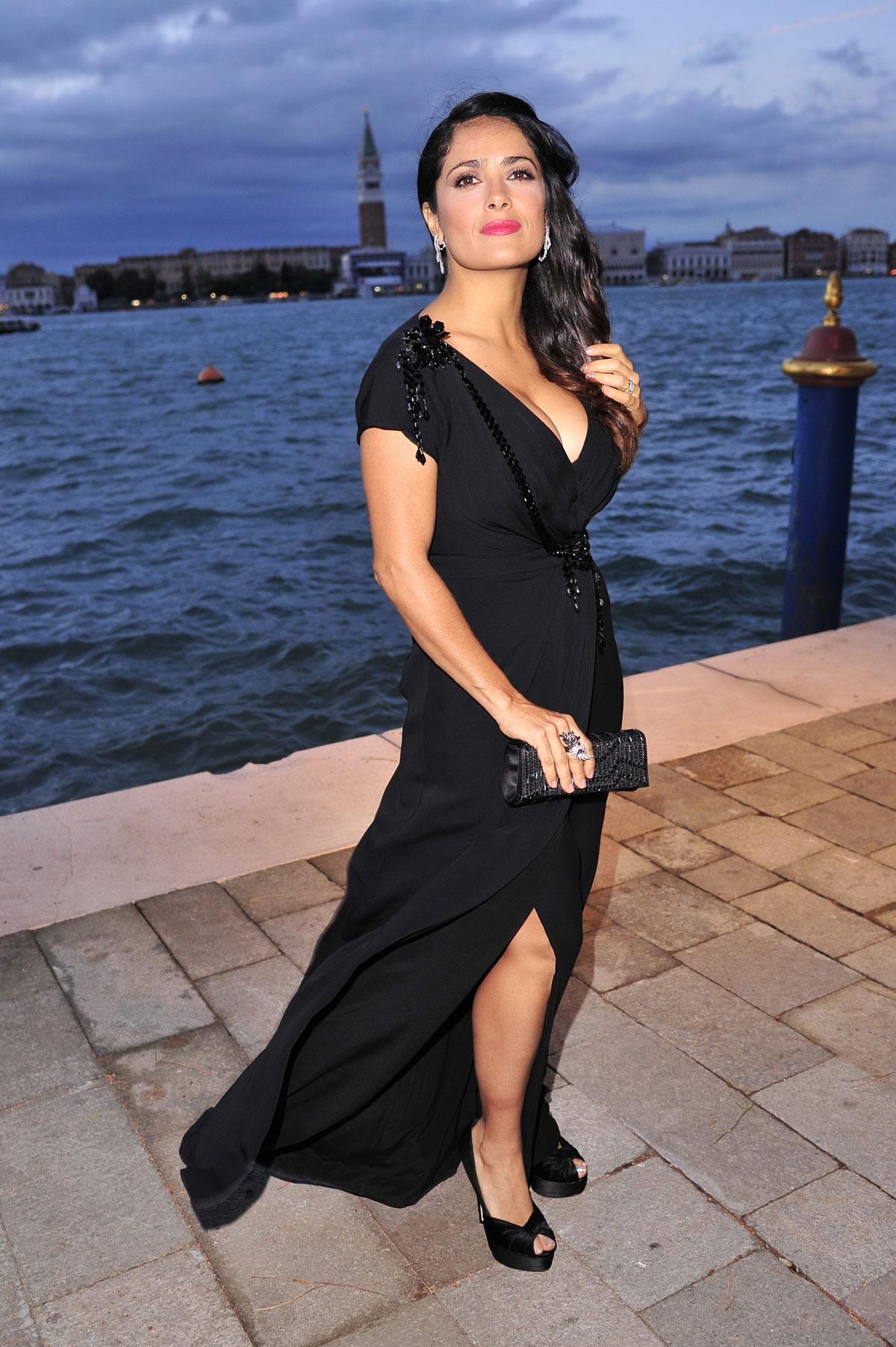 Hot In Black Dress At 2012 Award For Women