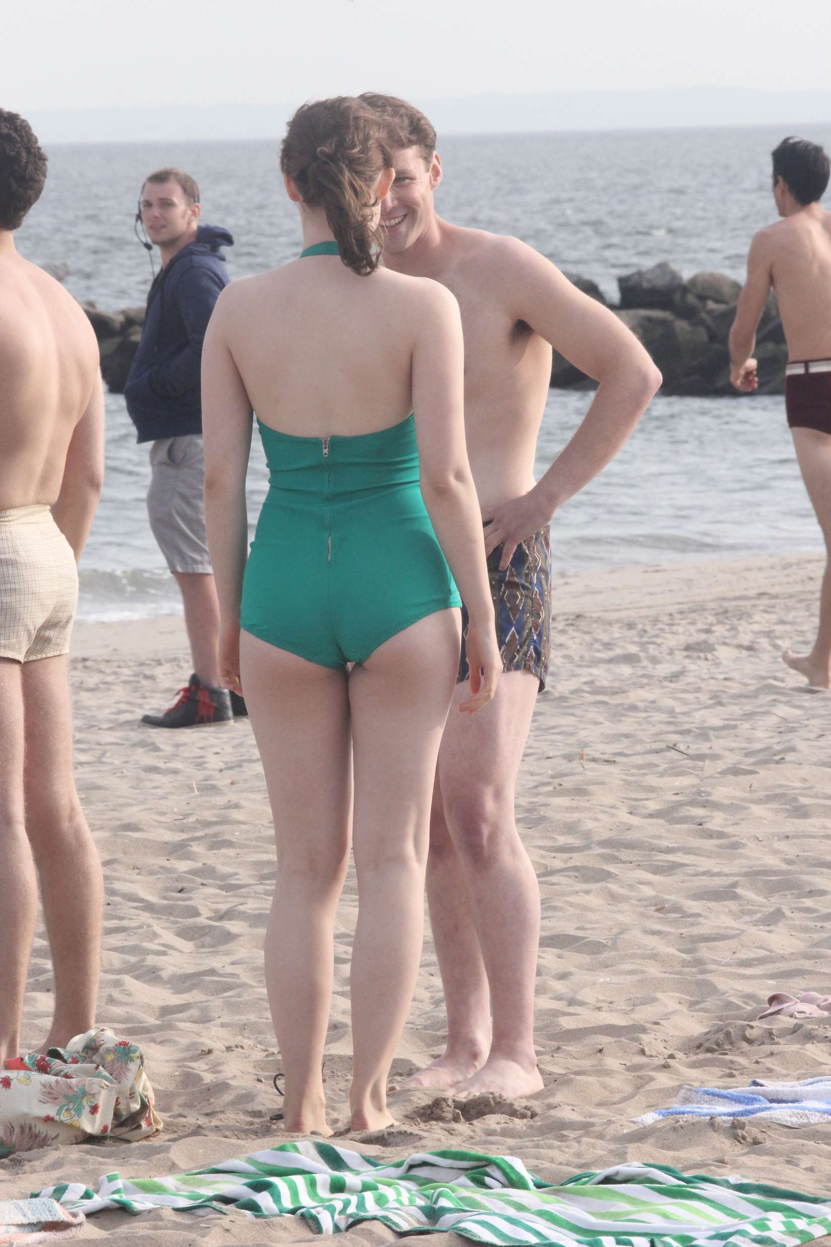 [Image: Saoirse-Ronan-in-green-swimsuit--21.jpg]