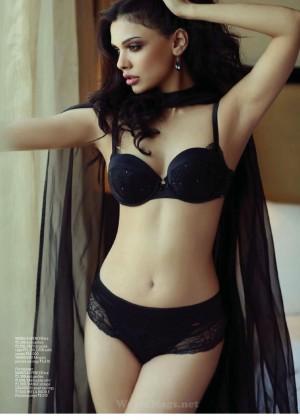 Sara Loren: Maxim India -01