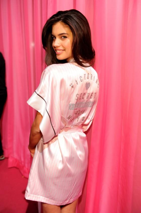 Sara Sampaio: VS Fashion Show 2013 -10