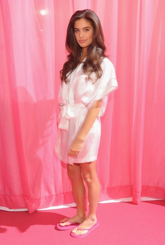 Sara Sampaio: VS Fashion Show 2013 -11