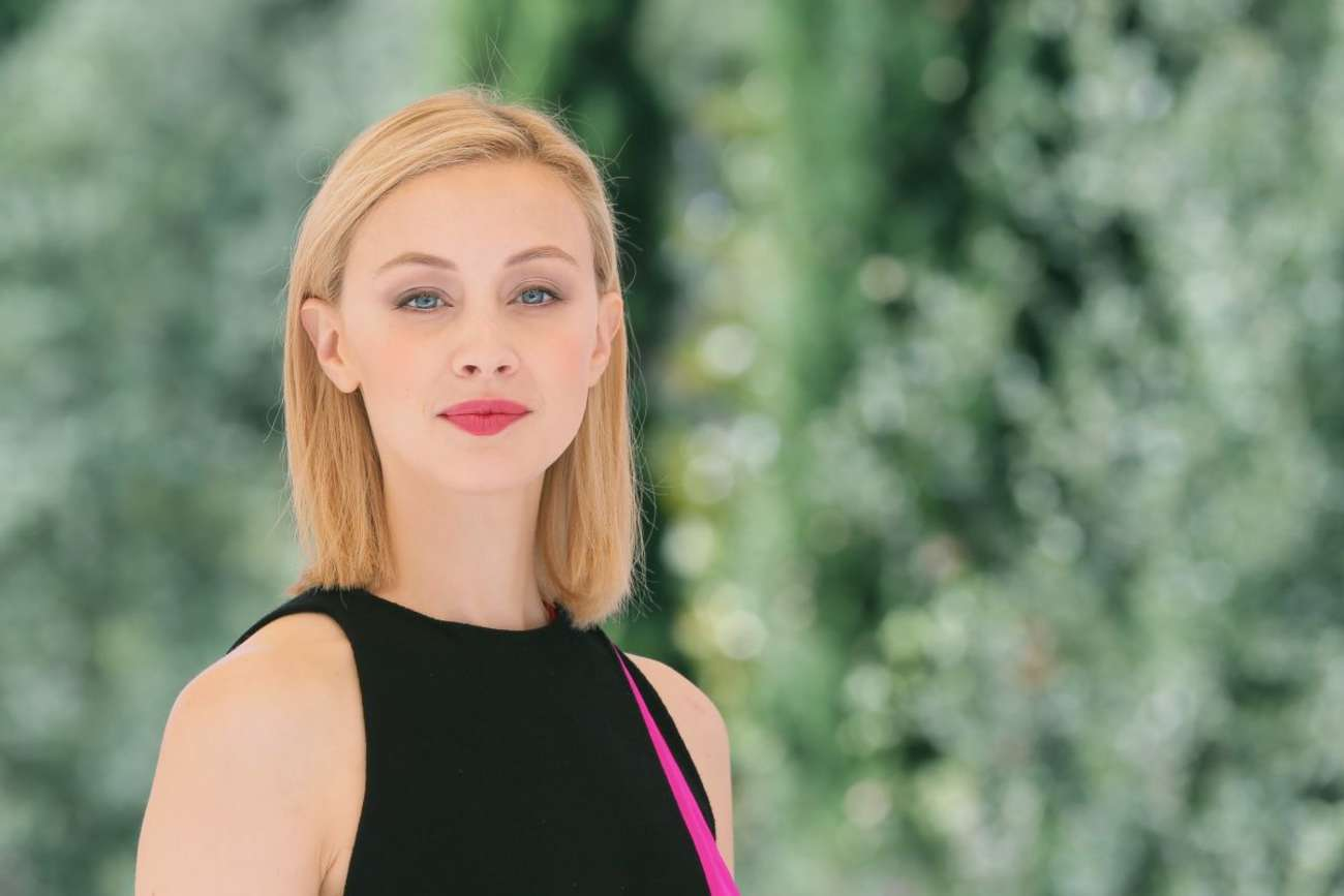http://www.gotceleb.com/wp-content/uploads/celebrities/sarah-gadon/dracula-untold-photocall-in-rome/Sarah-Gadon:-Dracula-Untold-Photocall--04.jpg